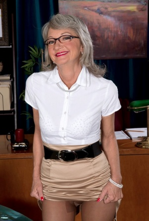 Mature secretary Cheyanne takes care of a horny young businessman