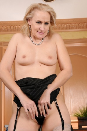 Mature lady Emerald Rose plays with her pussy in nylons and garters 88670259