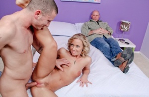 Cheating wife Nicole Aniston sucking cock getting trimmed pussy creamed 31804826