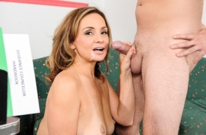 Mature woman Rebecca Bardoux goes pussy to mouth with a student in office