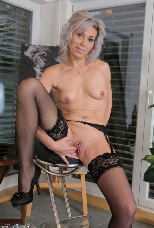 Smoking hot mature MILF toying her horny snatch with glass dildo in stockings