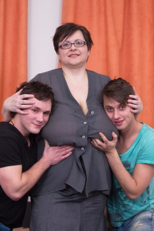 Middle-aged fatty unleashes her massive tits to the delight of 2 boys