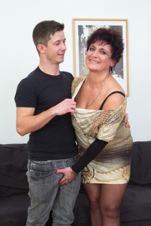 Mature housewife fucks her young boy toy while hubby is off to work 69362021