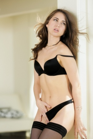 Beautiful babe Riley Reid reveals her assets in sexy black lingerie