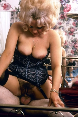 Hot 70s chick takes a classic money shot in the golden era of porn