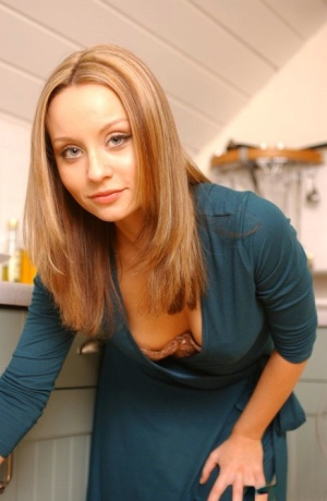 Solo girl Carla Brown removes her dress and pretties in her kitchen