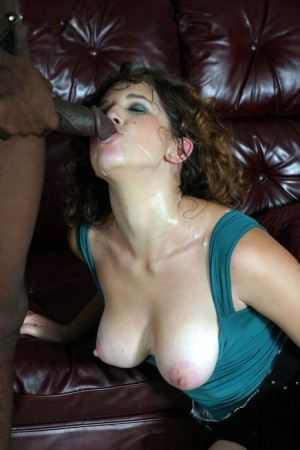 Hot vixen Elise open wide to show her interracial boyfriend how much she cares 64683167