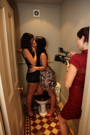 3 girls eat pussy while having a lesbian threesome in the bathroom