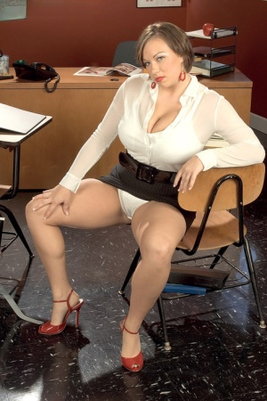 Curvy teacher Victoria Lane strips naked in front of her sex education class