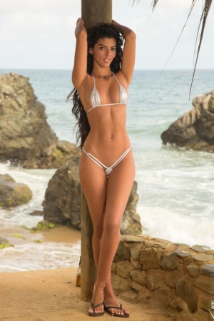 Solo girl Angela Diaz slips off her string bikini for pussy play at the beach