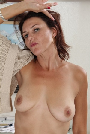 Middle-aged housewife Ava Austin embarks on her own career as a nude model 10095055