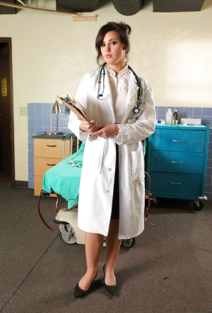 Sexy doctor Brooke Lee Adams strips her great ass from uniform