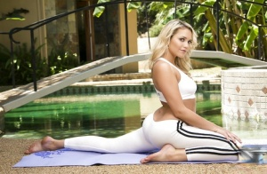 Wicked pornstar babe Mia Malkova is very flexible and stretchy