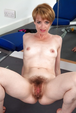Sporty mature female in shorts Maria practices sexy ass spreading