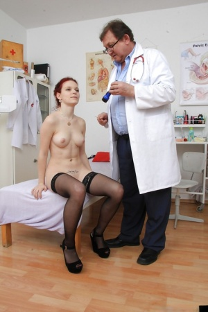 Fetish-loving babe Lea sees her gyno and gets her pussy checked 68043128