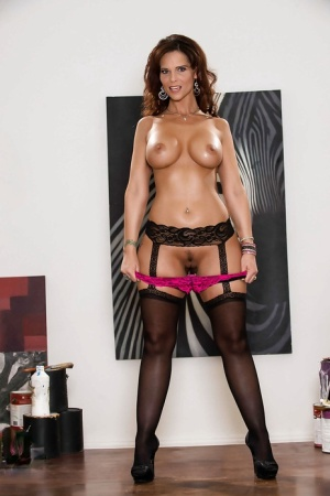 Pretty mature Syren De Mer has a great ass and sexy stockings