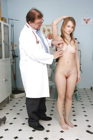 Formidable girl with big tits Brody Beart is fingered by a doctor 16023252