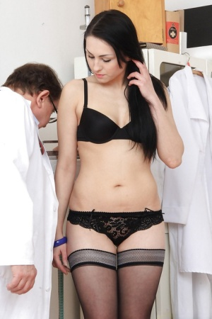 Excellent gyno girl Greta is undressing for an weekly check
