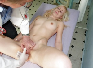 Kristyna and her natural tits got tease by a naughty doctor