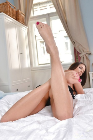 Romantic babe Lia Taylor prefers spreading pussy and fingering