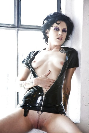 hardcore brunette babe in latex Cadence undressing her titties