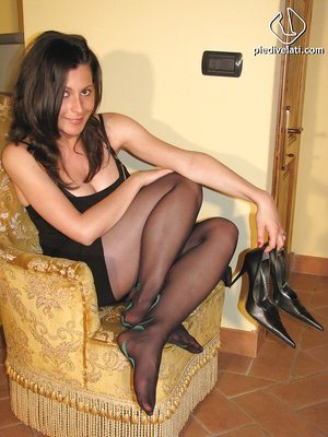 Brunette girl Elena loves to show her stunning legs and feet