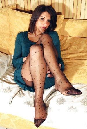 The most adorable foot fetish girl Valentina showing her sexy feet 99365063