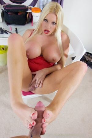 Slender pornstar Michelle Thorne and Lucee having some fun with each other