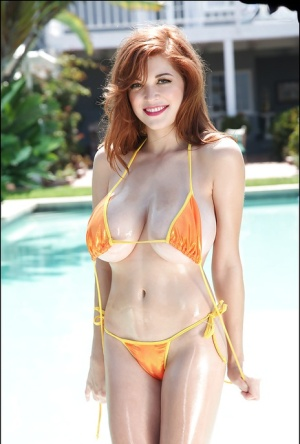 Outdoor posing session with an excellent pornstar Tessa Fowler