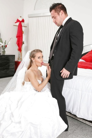 Groupsex party after wedding with sexy milfs Julia Ann and Nicole Aniston 64551377