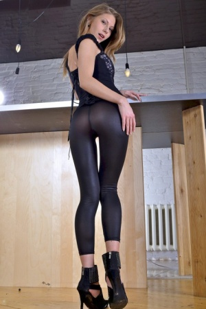 Skinny cutie Abby shows us her ideal juicy booty on the camera