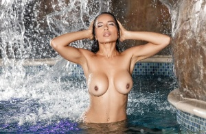 Nasia Jansen demonstrated her amazing natural boobies and big ass