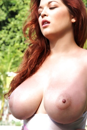 Redhead busty Tessa Fowler shows off her gorgeous naked shape