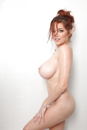Redhead babe with big boobs Tessa Fowler poses naked like a pornstar