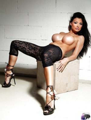 Pornstar Aletta Ocean exposes her stunning body and tits 91186885