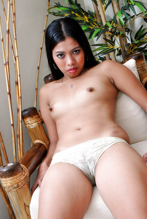 Latina babe Jenny reaches the highest point of sexual tension