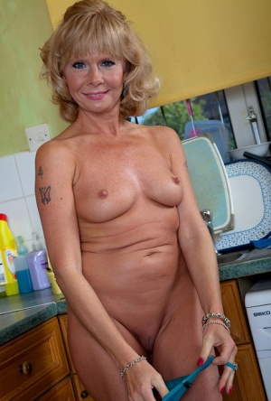 Over 50 MILF Cathy Oakley takes time out from housework to strip naked