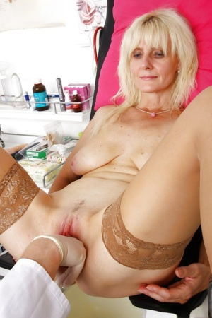 Mature woman Mia letting saggy granny boobs hang while doctor examines her 78784082