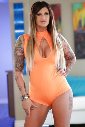Curvy tattoo model Payton Sinclaire posing fully clothed before stripping 81410874