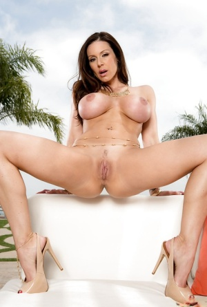 Busty MILF pornstar Kendra Lust playing with her large breasts