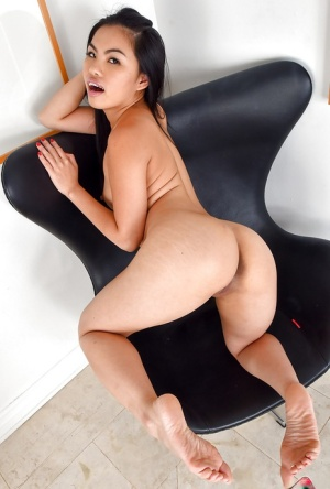 Amateur Latina babe Cindy Starfall unveiling small boobs and bald cunt