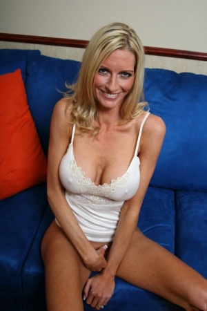 Hot MILF with big tits Emma Starr spreading and feeling pussy