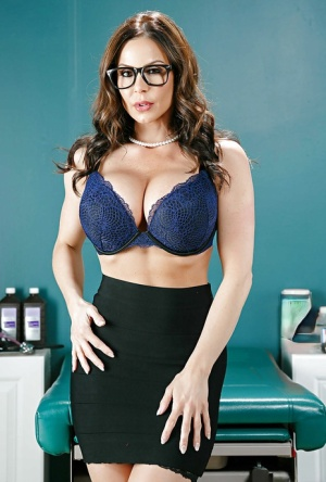 Stocking and glasses garbed babe Kendra Lust unveiling big pornstar juggs 15252268