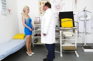 Older blonde in stockings having hairy snatch examined by gyno doctor 75304574