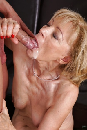 Cougar Szuzanne gets nipples sucked and old pussy fucked by young man