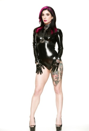 Amateur MILF with tattooed body Joanna Angel full latex solo nudity