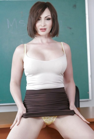 MILF teacher Yasmin Scott presents the tits and pussy in the classroom