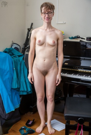 Nerdy amateur Gretchen spreads her hairy pussy and proceeds with piano playing 62775587