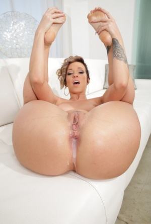 Naked pornstar Jada Stevens offers her big butt for a hardcore anal fuck