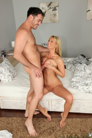 Blonde chick with nice tits pleases a guys cock after just meeting him